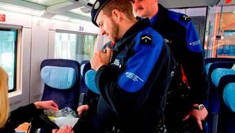 Auf einer Zollkontrolle in einem Zug in Basel wurden zwei mutmassliche russische Kriminaltouristen erwischt. (Symbolbild)
