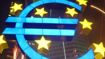 Euro-Skulptur vor der Europäischen Zentralbank in Frankfurt (Archivbild)
