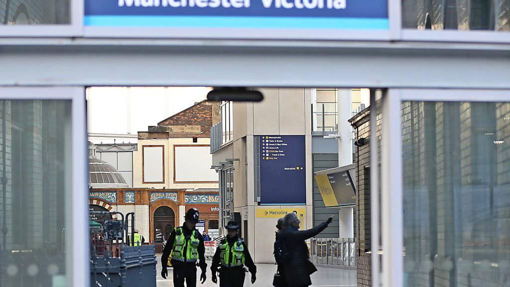 Grosses Polizeiaufgebot am Victoria-Bahnhof in Manchester.