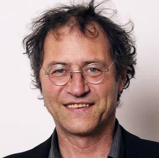 1959 geboren, wuchs in Sissach auf und lebte mehrere Jahre im Tessin, bevor er ins Baselbiet zurückkehrte. Nach einer zweiten Ausbildung zum Hafner stieg er 2007 in die Gemeindepolitik ein und sass von 2011 bis 2019 für die SP im Landrat. Daneben engagierte er sich ehrenamtlich als Vorstand der Fasnachtsgesellschaft und ist Präsident des Vereins «Jazz uf em Strich».