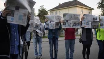 Angestellte der Firma Presto bei einer Protestaktion. Sie und andere Angestellte im Postmarkt erhalten künftig mindestens 18.27 Franken in der Stunde. Die Gewerkschaften hatten einen höheren Mindestlohn gefordert. (Archiv)