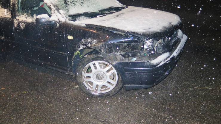 Läufelfingen BL, 28. März: Selbstunfall: Auto gerät ins Schleudern und kollidiert mit Leitplanke.
