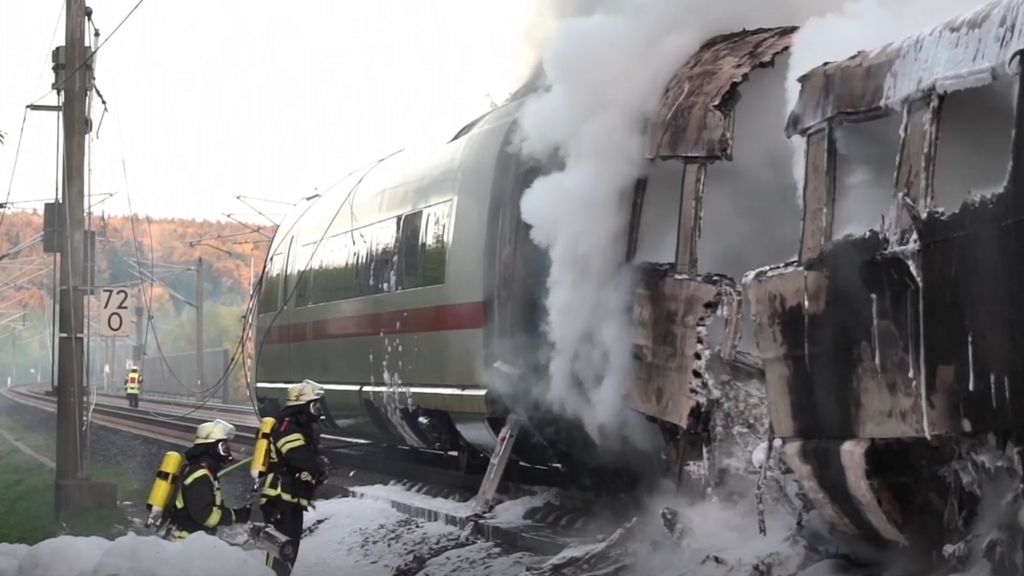 Deutschland: ICE Wagen fängt Feuer