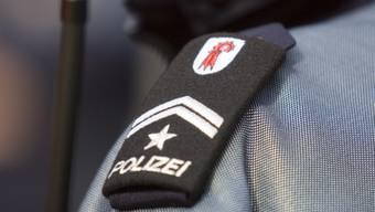 Bei einem Werkstattbrand in Allschwil ist die Leiche eines 80-jährigen Mannes entdeckt worden. Die genaue Todesursache wird von der Baselbieter Polizei in Zusammenarbeit mit der Staatsanwaltschaft untersucht. (Archivbild)