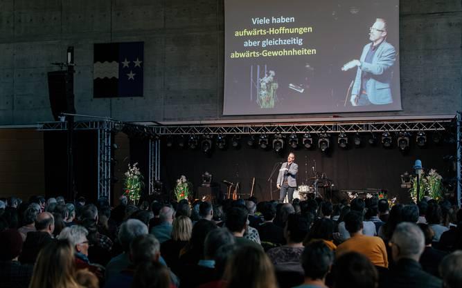 """Michael Ruppen, Pastor vom Gemeindezentrum Bethel und Präsident der Evangelischen Allianz Baden-Wettingen bringt eine Wortauslegung zum Thema """"Aufwärts"""" aus 4. Mose 13+14.  (https://youtu.be/X4mzO5k1i14 )"""