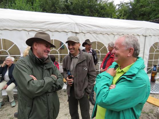 Unsere Jäger, Jürg Eyer und Roland Büchler vom Jagdverein Revier 19 unterhalten sich amüsiert mit Peter Weibel, Finanzverwalter der Bürgergemeinde über die sehr gute Zusammenarbeit.