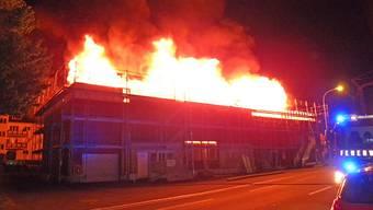 Beim Brand eines unbewohnten Mehrfamilienhauses in Uttwil TG ist in der Nacht auf Freitag, 6. Juli, grosser Sachschaden entstanden. Das Gebäude befand sich im Umbau