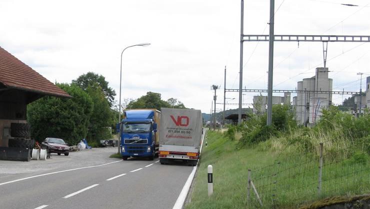 Wenn zwei Lastwagen mit Tempo 80 aneinander vorbeidonnern, wirds eng. Departement Bau, Verkehr und Umwelt