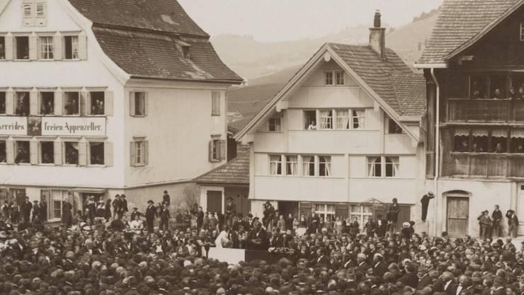 Die Landsgemeinde ist eine über 600 Jahre alte Tradition. Die älteste Aufnahme der Bilderserie des Innerrhoder Landesarchivs stammt aus den 1880er-Jahren.