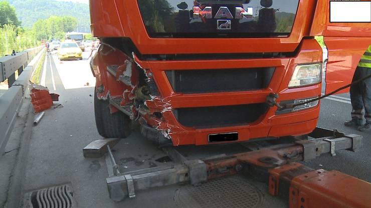 Der Lastwagen wurde bereits kurz nach dem Unfall abgeschleppt.