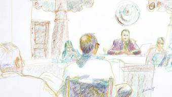 Der Angeklagte vor dem Strafgericht Schwyz (Gerichtszeichnung)