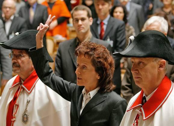 Widmer-Schlumpf wird vor der Vereinigten Bundesversammlung vereidigt (13.12.2007).