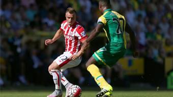 Stoke-Star Xherdan Shaqiri (l.) überzeugte bei seinem Debüt mit einem Assist.