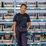 Mahalya Conteh ist aktuell die einzige Frau in Ausbildung in einem technischen Beruf bei der Jaisli-Xamax AG. Sie zeigt uns ihren Alltag in der Schaltanlagen-Werkstatt.