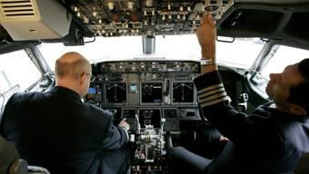 Software-Update nach zwei rätselhaften Abstürzen geplant: Der Flugzeugbauer Boeing will die Bordcomputer seiner Maschinen des Typs 737 MAX mit einem verbesserten Programm versehen. (Symbolbild)
