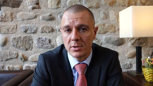 «Aufgrund der Rahmenbedingungen erwarten wir nicht mehr dieselben Höchstwerte»: Daniel With, Leiter Raiffeisenbank Rohrdorferberg-Fislisbach, mit einem Ausblick auf das Geschäftsjahr 2016.
