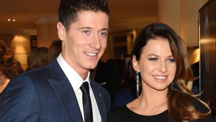 Sie sind Eltern der kleinen Klara geworden: Star-Stürmer Robert Lewandowski und seine Ehefrau Anna. (Archivbild)