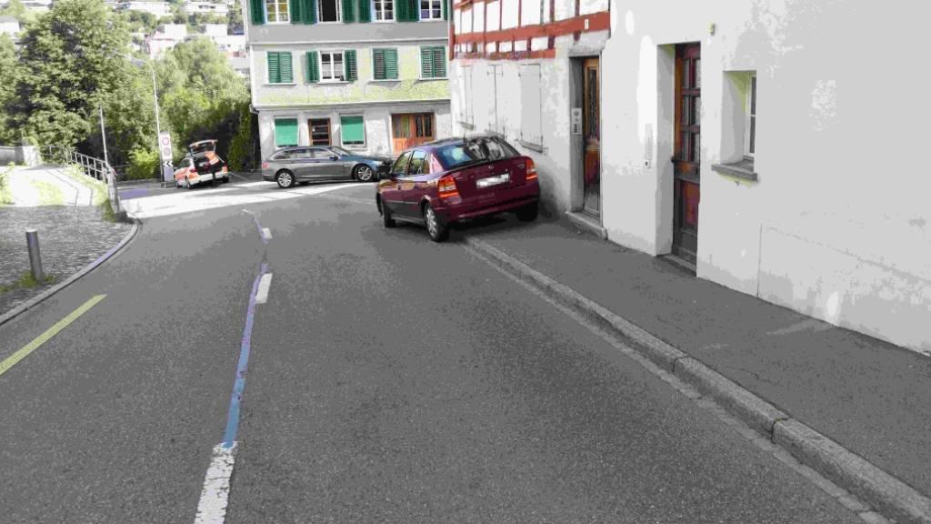 25-Jährige überfährt in Wil zwei Passanten auf Trottoir