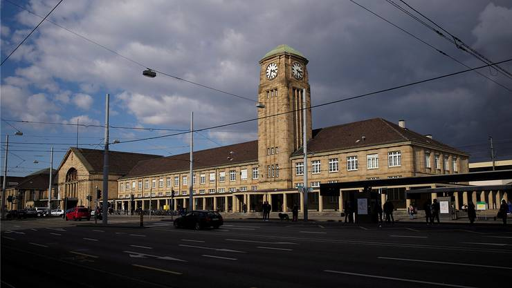 Am Mittwochabend kam es im Badischen Bahnhof zu einem Raub.