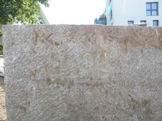 Die Inschrift Zwingliweg lässt sich nur erahnen
