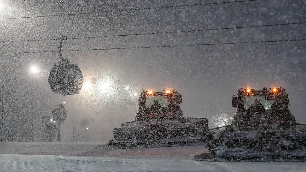 Anhaltender Schneefall in Sotschi bringt das Programm der Speedfahrerinnen durcheinander
