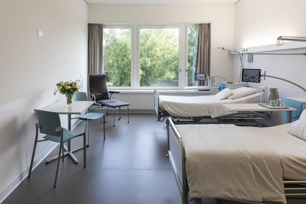 Blick in ein Zimmer für Patienten mit Grundversicherung.
