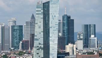 Die Skyline von Frankfurt am Main, wo die Deutsche Börse ihren Sitz hat. (Archiv)