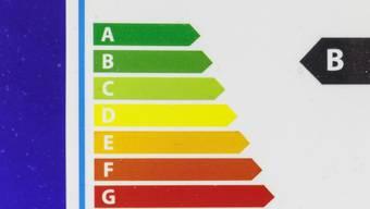 Ein höherer Strompreis kann dazu führen, dass die Haushalte mehr Energie sparen. Doch dafür muss der Effekt klar ersichtlich sein. (Archivbild)