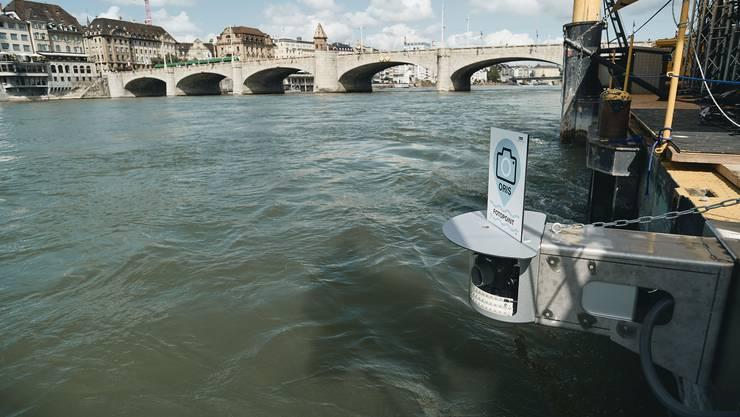 Basel Tourismus hat am Floss eine Selfie-Kamera für Rheinschwimmer installiert.