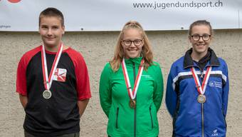 Kategorie A (v.l.): 2. David Bat (Selzach-Altreu); 1. Larissa Donatiello (Gretzenbach); 3. Anna Schreier (Subingen-Deitingen).
