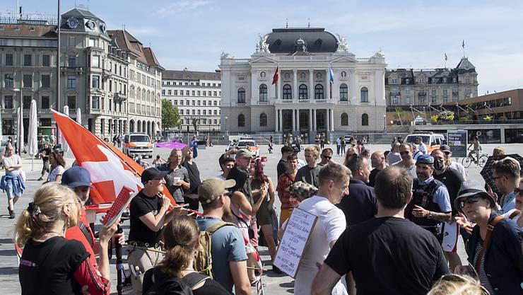 Am Samstag, 9. Mai 2020, fanden sich am Sechseläutenplatz über 100 Personen zu einer Demonstration zusammen. (Archivbild)