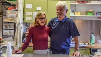 Maya und Giorgio Saxer betrieben zehn Jahre lang das Restaurant Eisbahn, doch diese Saison wird ihre letzte sein. NGÜ