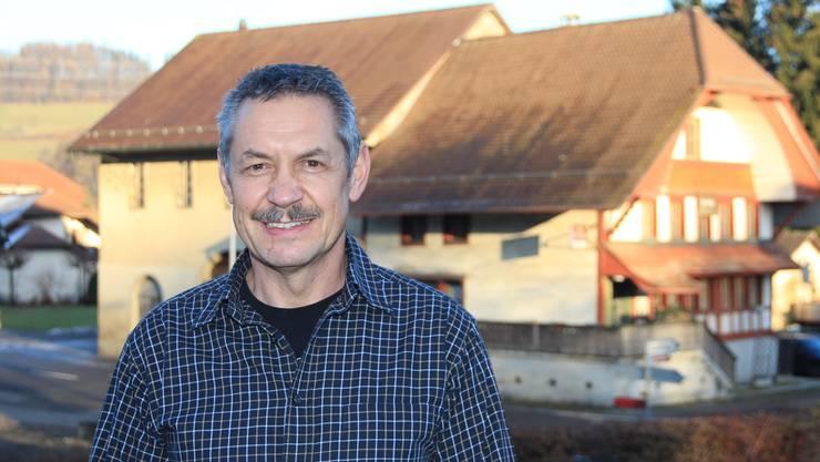 Hans-Jörg Beutler steht vor dem Restaurant Bären, dem Wahrzeichen Bottenwils.WPO