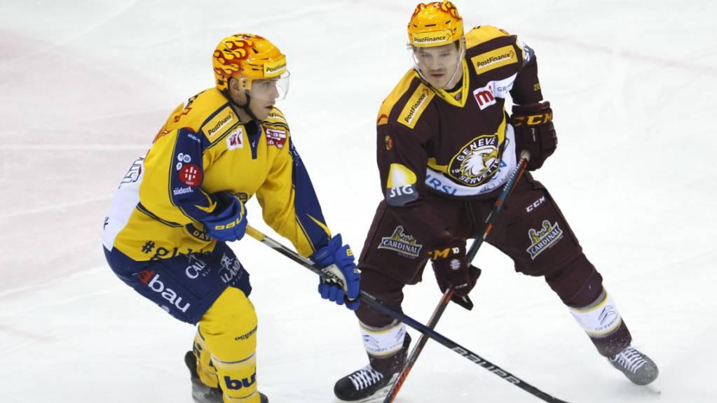 Der Davoser Center Perttu Lindgren im Duell mit Genf-Servettes Tommy Wingels.