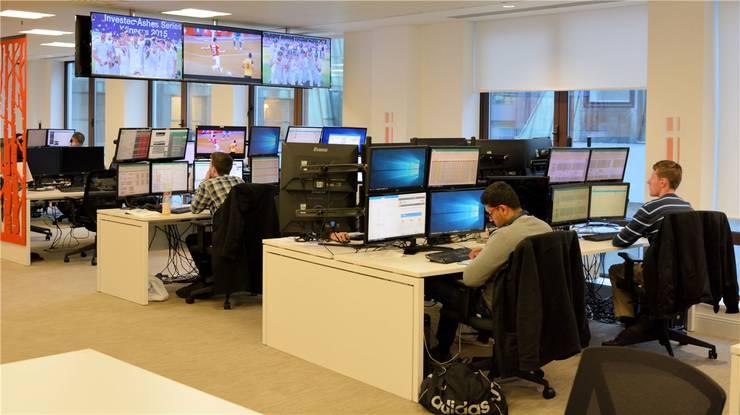 Im «Operations Center» in London verfolgen die IT-Spezialisten von Sportradar das Wettgeschehen im Sport. Rainer Sommerhalder