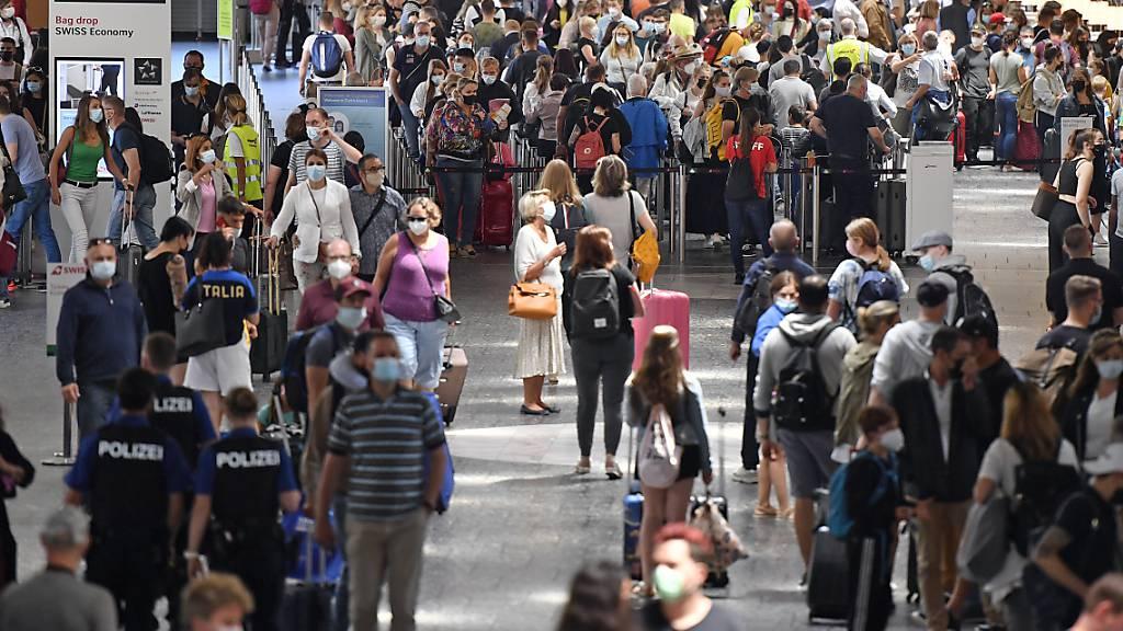 So viele Passagiere wie schon lange nicht mehr am Flughafen