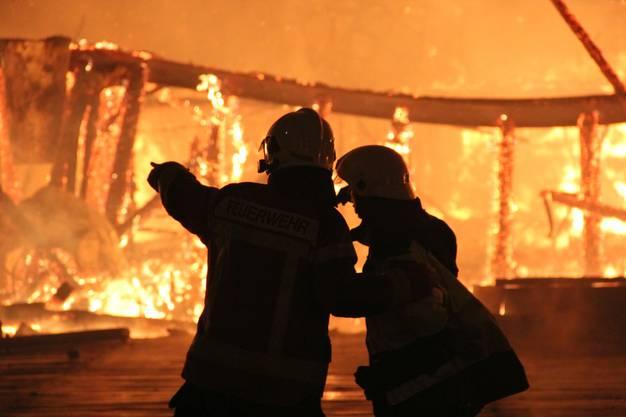 Dank taktisch richtigem Vorgehen gelang es den Feuerwehren, ein Übergreifen des Feuers auf das Wohnhaus und die umliegenden Gebäude zu verhindern.