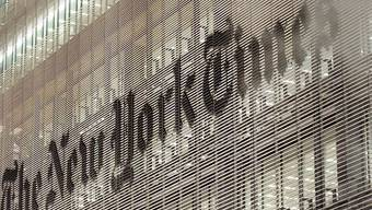 """Logo auf dem """"New York Times""""-Gebäude in New York: Die Passwörter aller Angestellten wurden gestohlen"""