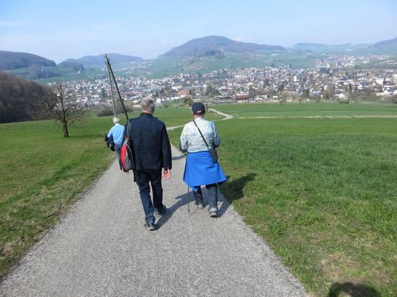 April - April das Wetter wie im Sommer. Dies bei einer Wandergruppe am 1. April 2019 aus Frenkendorf  ( von Rünenberg  nach Gelterkinden)