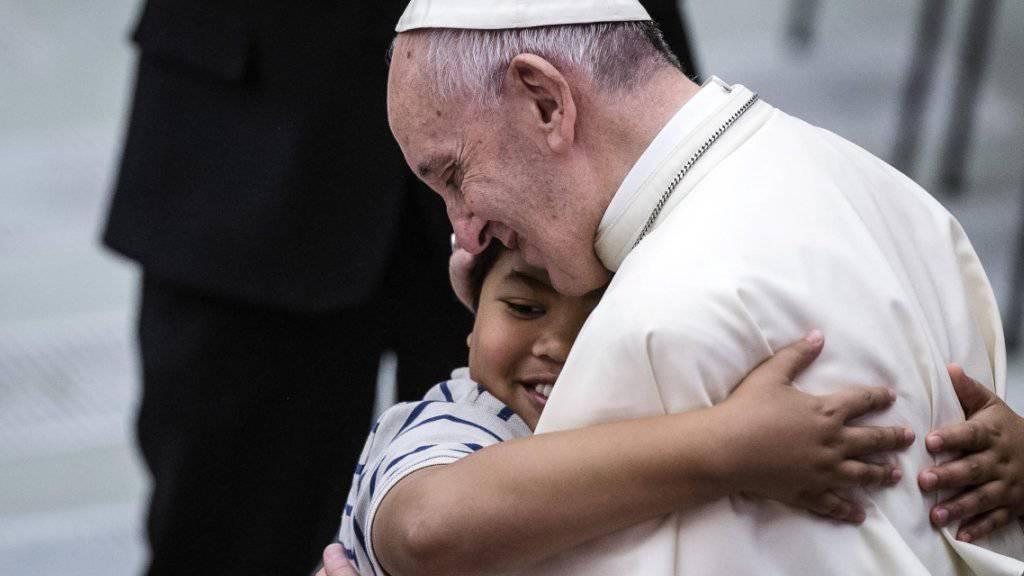 Papst erlässt Meldepflicht für Missbrauchsfälle