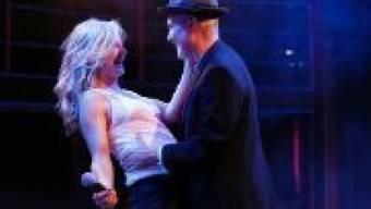 """Hanna Eichel als Chris und Ulrich Hoppe als Sylvère spielen am Theater Neumarkt in Zürich im Stück """"I love Dick"""". Premiere war am 22. September 2018."""