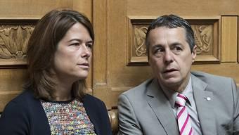 FDP-Präsidentin Petra Gössi im Gespräch mit Fraktionschef Ignazio Cassis. Der Tessiner wird bislang am meisten genannt als Favorit um die Nachfolge von Bundesrat Didier Burkhalter.