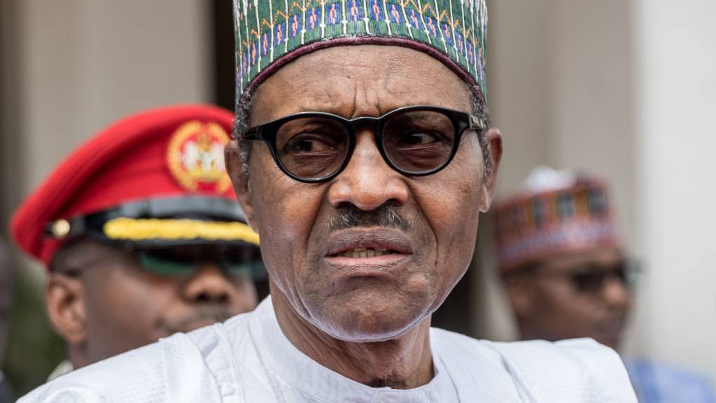Muhammadu Buhari, Präsident der Bundesrepublik Nigeria, steht vor dem State House. (Archiv)