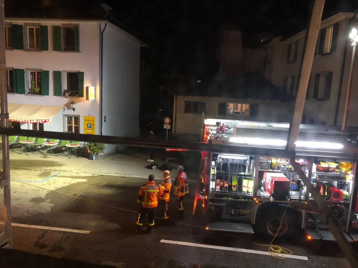 Beim Brand waren Feuerwehr, Polizei und Krankenwagen vor Ort. (© zVg)