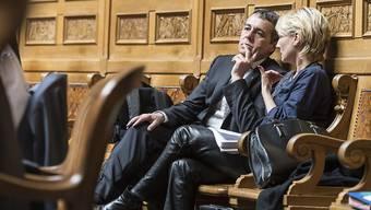 Sie sind aus Sicht des Westschweizer Historikers Olivier Meuwly die Favoriten für die Burkhalter-Nachfolge: Ignazio Cassis und Isabelle Moret - vom Neuenburger Aussenminister unterscheiden sie sich inhaltlich aber kaum. (Archivbild)