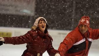 Trotz nasskalten Wetters: Die Besucherinnen und Besucher der Eisdisco schienen ihren Spass zu haben.