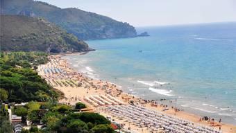 Für die Italiener machen die geometrisch ausgerichteten Sonnenschirme und eine gute Infrastruktur den Reiz des Strandlebens aus.Thinkstock
