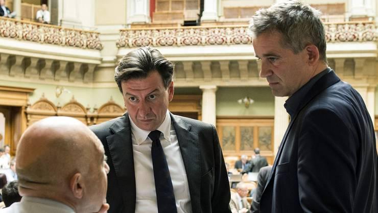 Die Wirtschafts-Visionen der SP spalten die Partei: Beat Jans (rechts) gehört zu den Befürwortern, Daniel Jositsch (unten) zu den Gegnern. (Archiv)