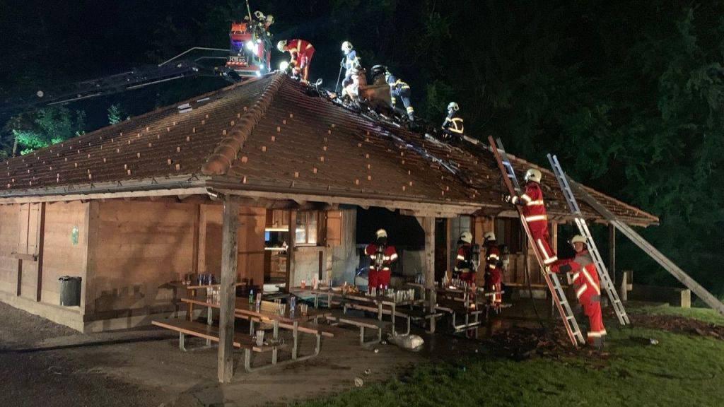 Der Brand in der Waldhütte konnte rasch gelöscht werden.
