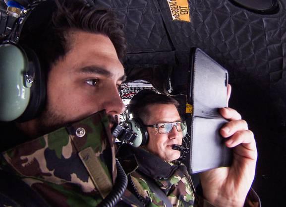 Cédric Wermuth im Helikopter auf dem Weg nach Bondo.